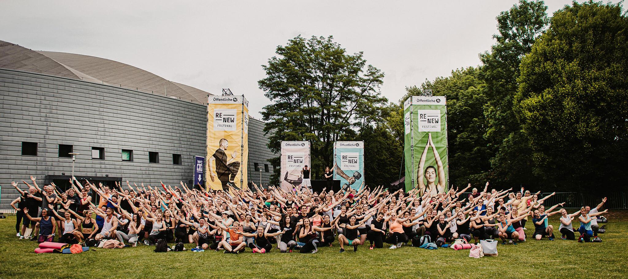 Fitness Festival ReNew Gruppenfoto mit allen Teilnehmern