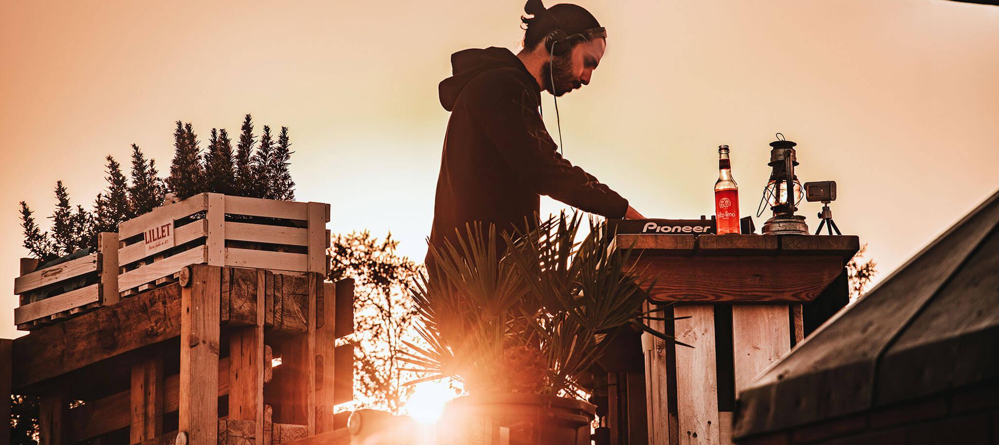 Sonnenuntergang und Musik beim Livestream