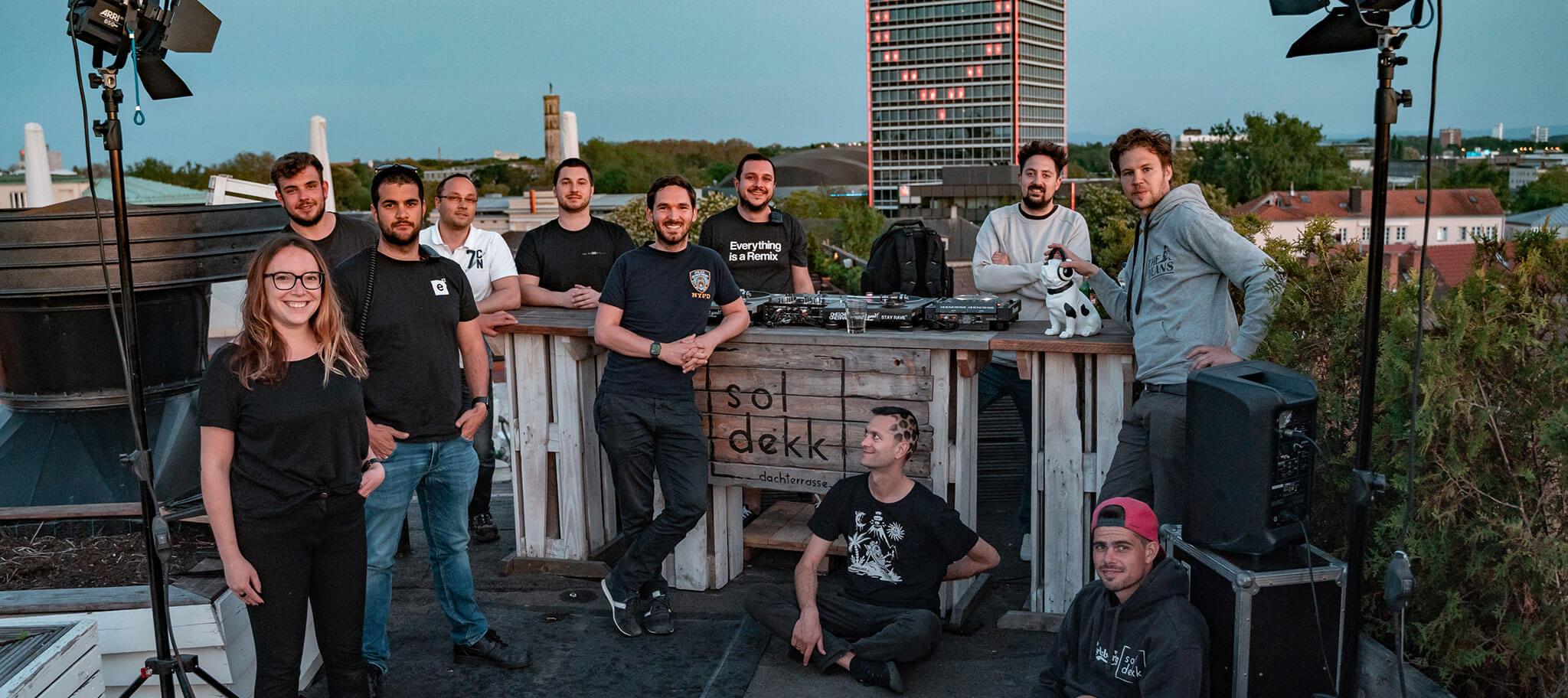"Team beim ""the roof is on""- Livestream"